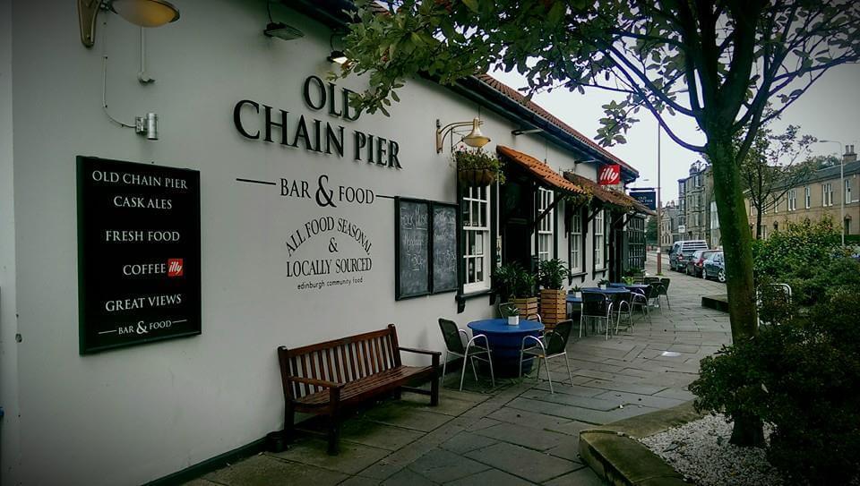 old chain pier, a dog friendly pub in edinburgh
